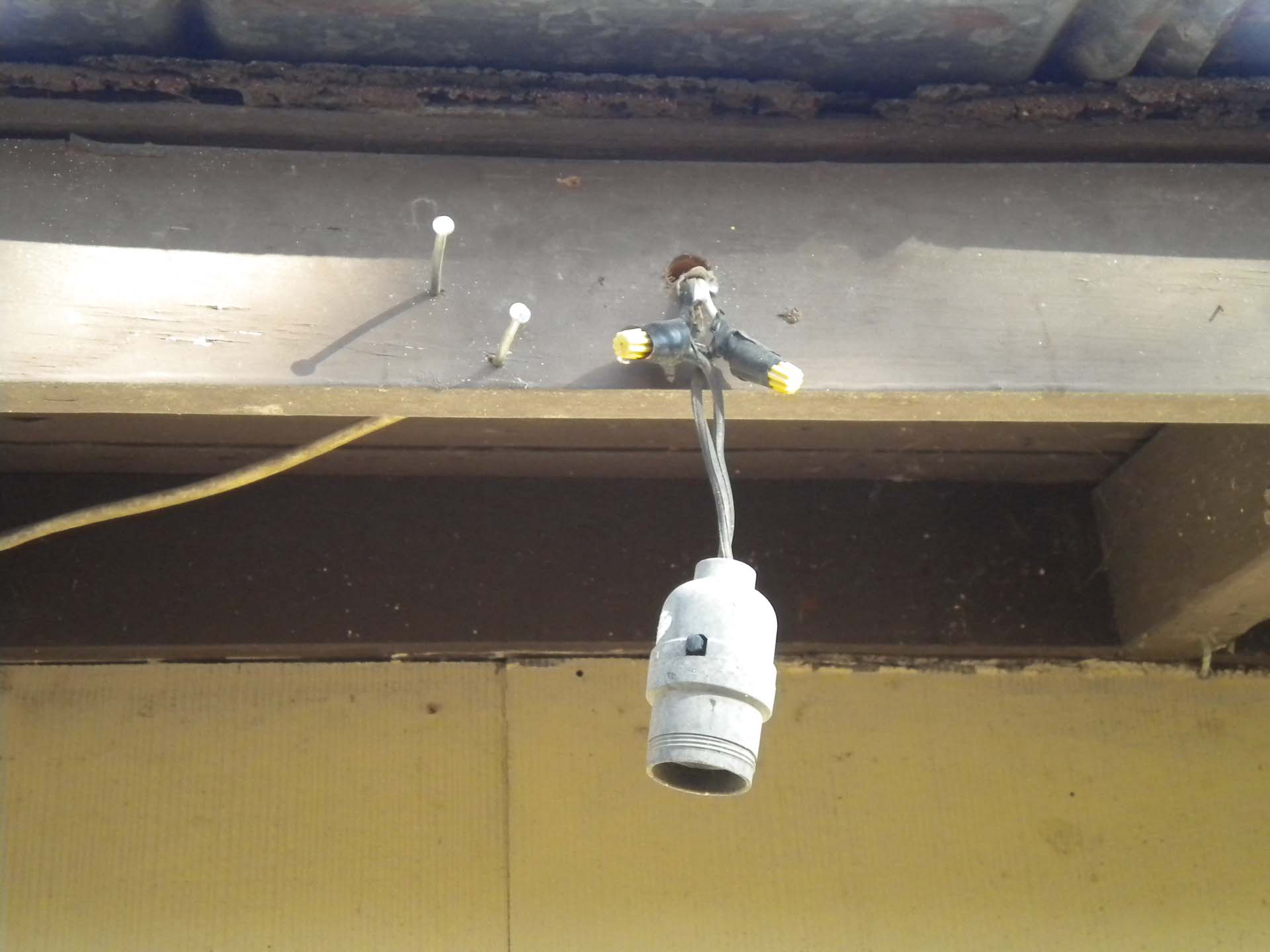 outdoor light bulb socket hanging from wire